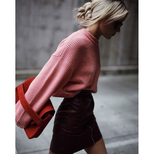 35z4ly-l-610x610-sweater-tumblr-pink+sweater-oversized+sweater-oversized-mini+skirt-leather+skirt-burgundy+skirt-burgundy-bag-fall+outfit (002)