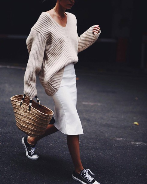 pbuf96-l-610x610-skirt-tumblr-midi+skirt-white+skirt-pencil+skirt-sweater-beige+sweater-chunky+knit-oversized+sweater-oversized-bag-baske (002)