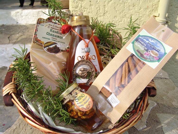 AROL25-CretanEshop-Arolithos-Gifts-Christmas-Baskets-11.jpg
