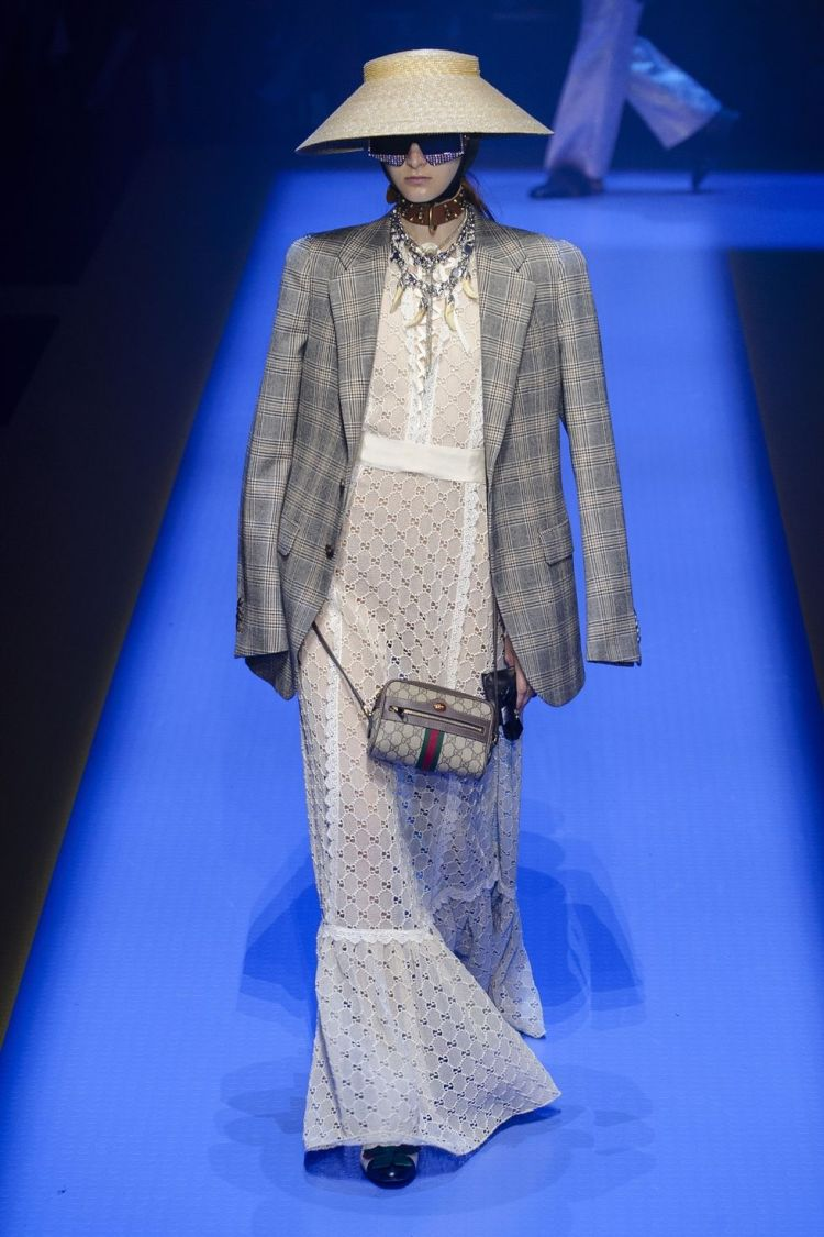 hbz-nyfw-ss2018-trends-maxi-white-04-gucci-rs18-0285-1509390362