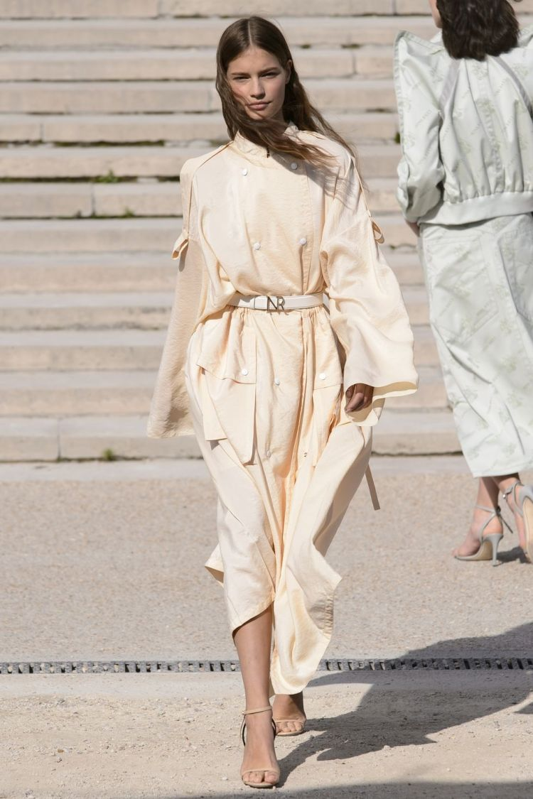 hbz-nyfw-ss2018-trends-the-new-trench-08-nina-ricci-rs18-1203-1509391002