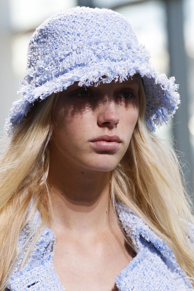 designer-michael-kors-spring-summer-2018-SS18-rtw-collection-hair-accessory-trend-analysis-woolen-t.jpg