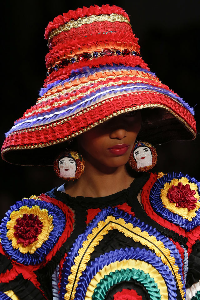 dolcegabbana-spring-summer-2018-SS18-rtw-collection-hair-accessory-trend-analysis-hat.jpg