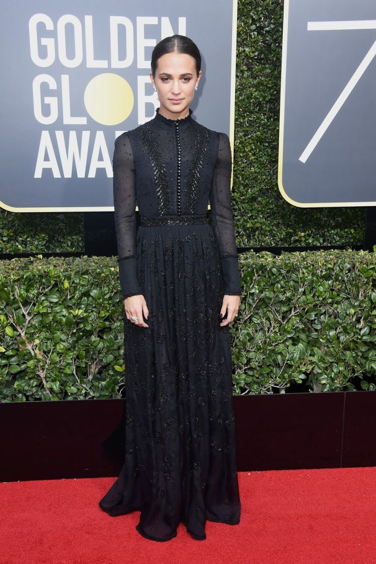 hbz-the-list-golden-globes-2018-alicia-vikander-1515378042.jpg