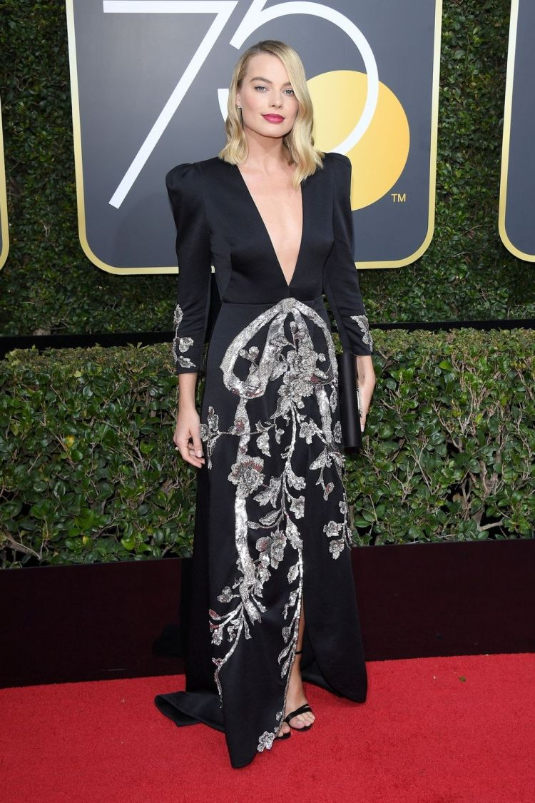 hbz-the-list-golden-globes-2018-margot-robbie-1515378044.jpg