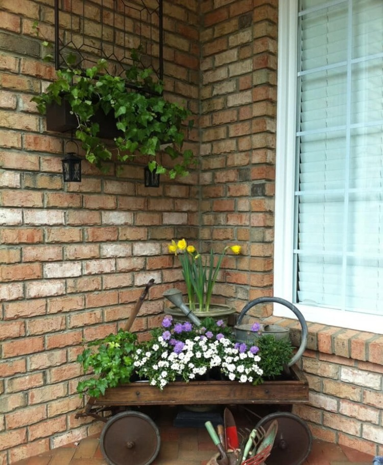 19-rustic-spring-porch-decor-ideas-homebnc (2).jpg