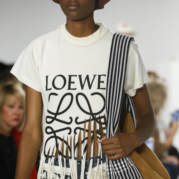 00-promo-image-vacation-shirt-loewe.jpg