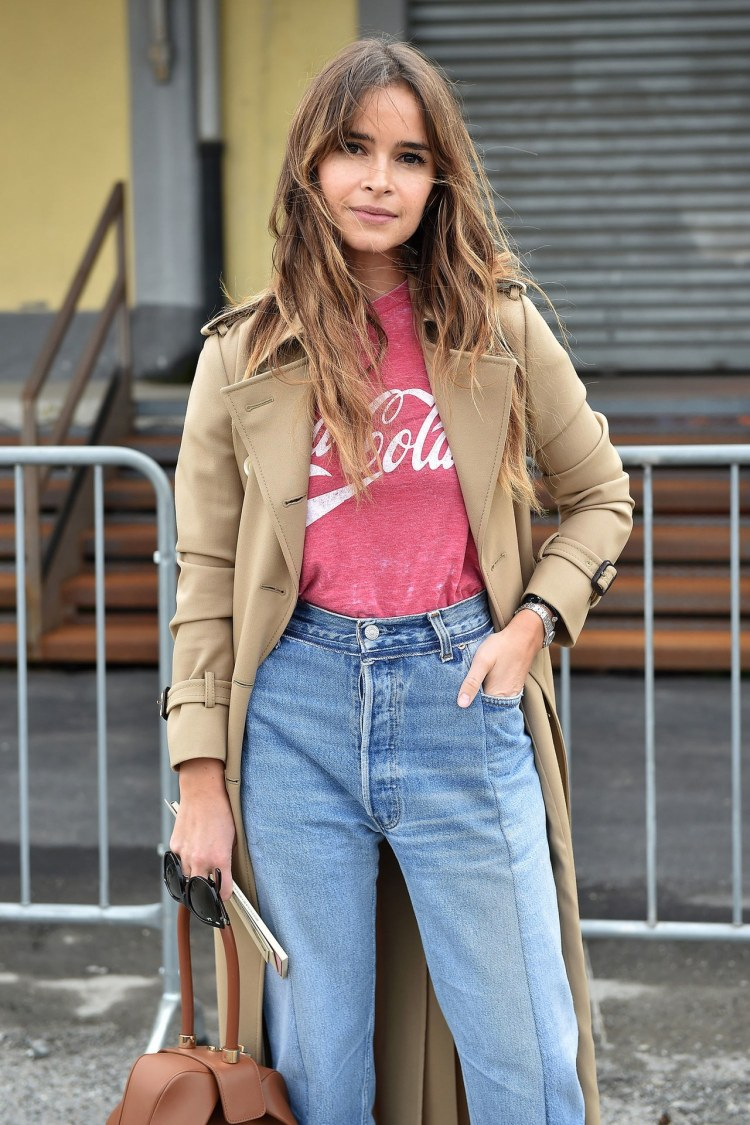 fashion-2016-03-miroslava-duma-logo-tshirt-street-style-close-up-main.jpg
