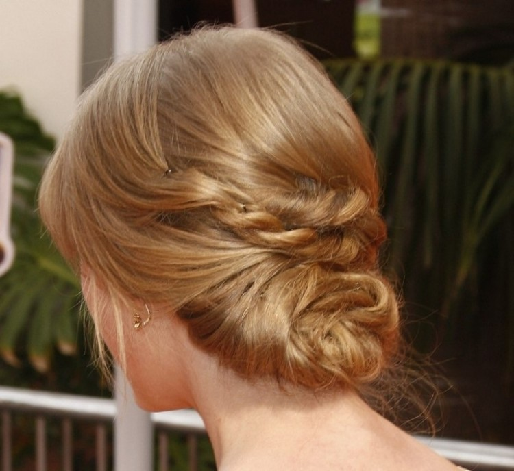low-updo-hairstyle-taylor-swift-hair-in-a-low-updo-for-formal-occasions (2).jpg